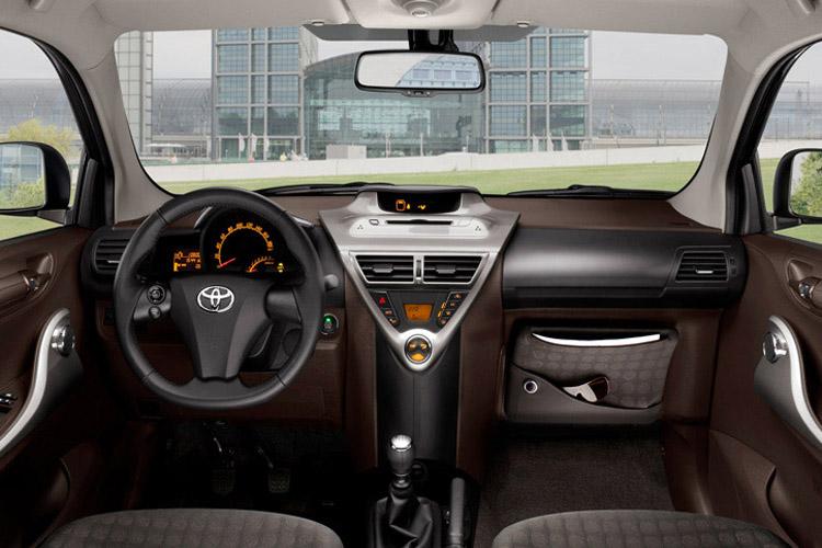 Салон «Toyota IQ»