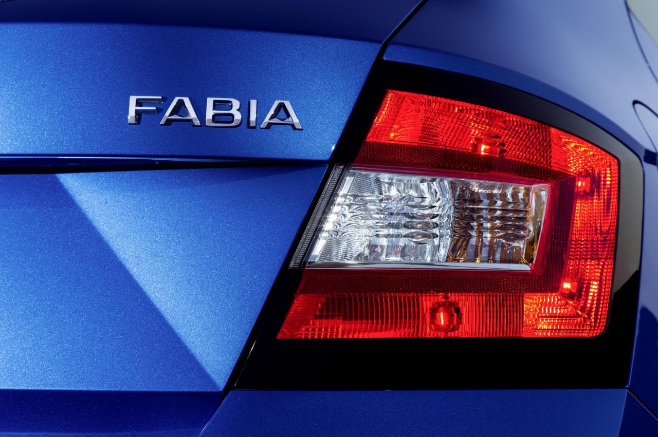 2015-Skoda-Fabia-39