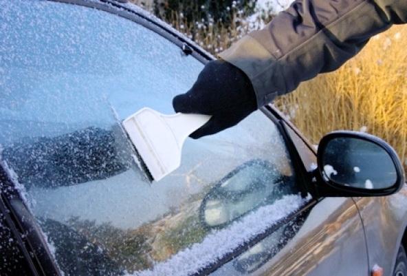 Почему замерзает лобовое стекло внутри автомобиля