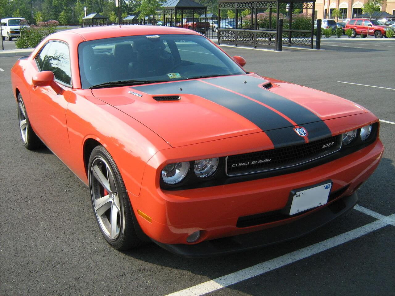 dodge_challenger_srt_8_6_1